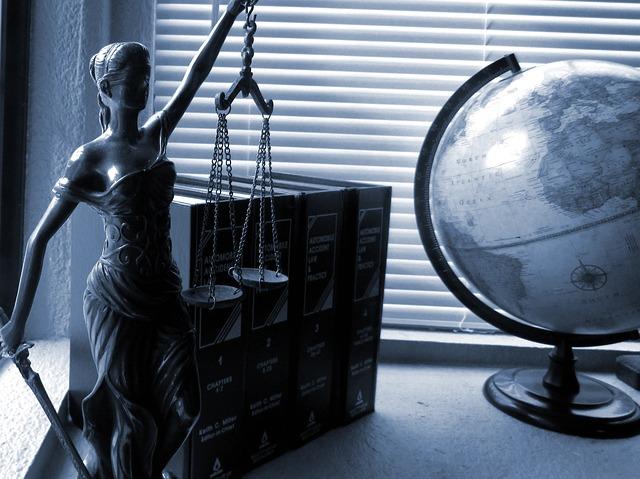 Адвокатська діяльність