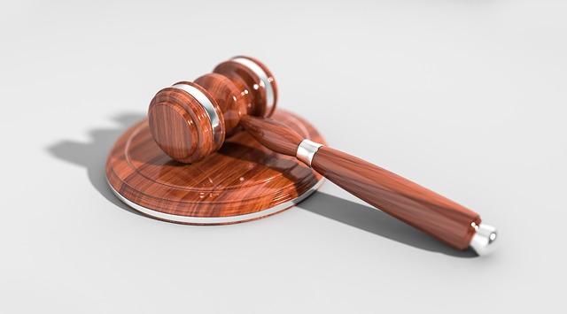 Діяльність суду і прокуратури України